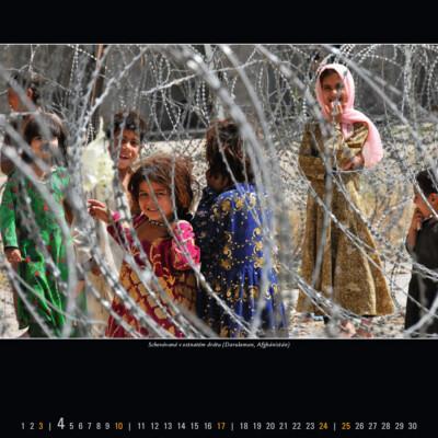 Schovávaná v ostnatém drátu (Darulaman, Afghánistán)